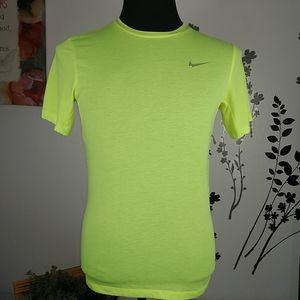 Nike dri fit men's Tshirt size small.
